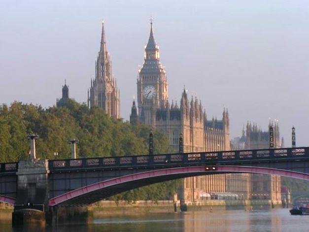 Big Ben through Lambeth Bridge