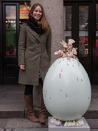 Anna Barlow and her Egg (from http://www.thebigegghunt.co.uk/anticipation-of-a-thousand-moments)