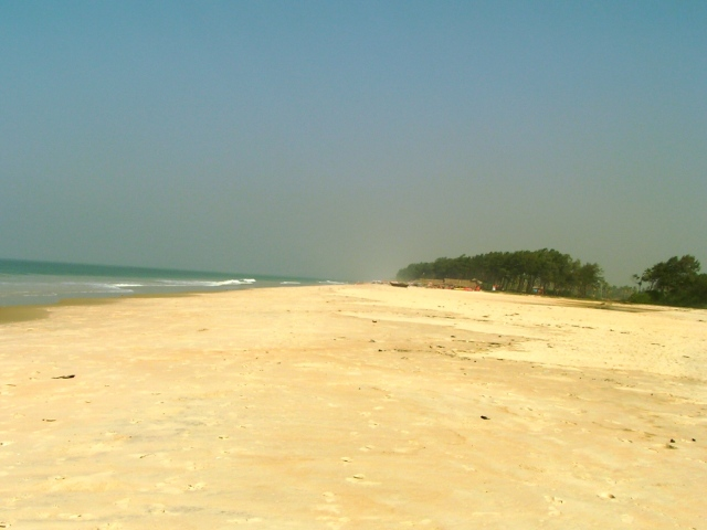 White sand as far as the eye can see, Goa, India