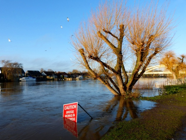 Floods at Cowie Sale